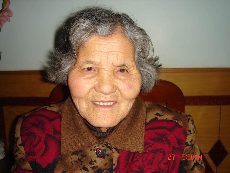 降央卓玛 慈祥的母亲 祝母亲节日快乐